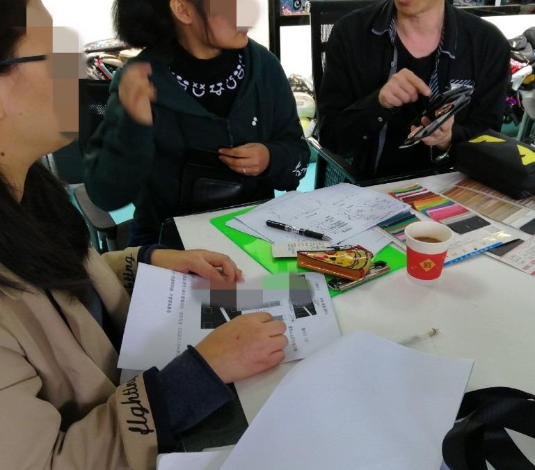 【画期的パスポートケース】生産工場打ち合わせ風景